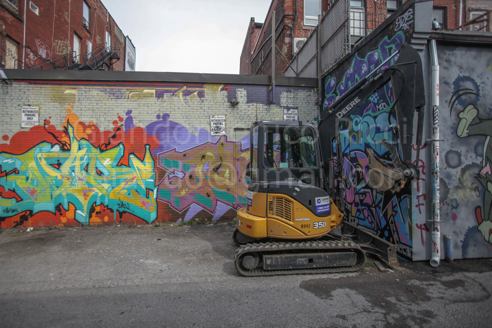 graffiti alley in downtown toronto