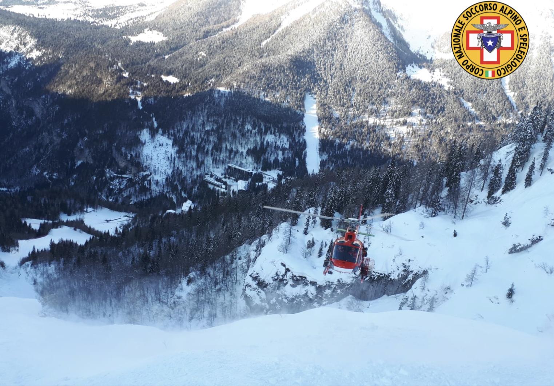 Valanga travolge tre scialpinisti: illesi