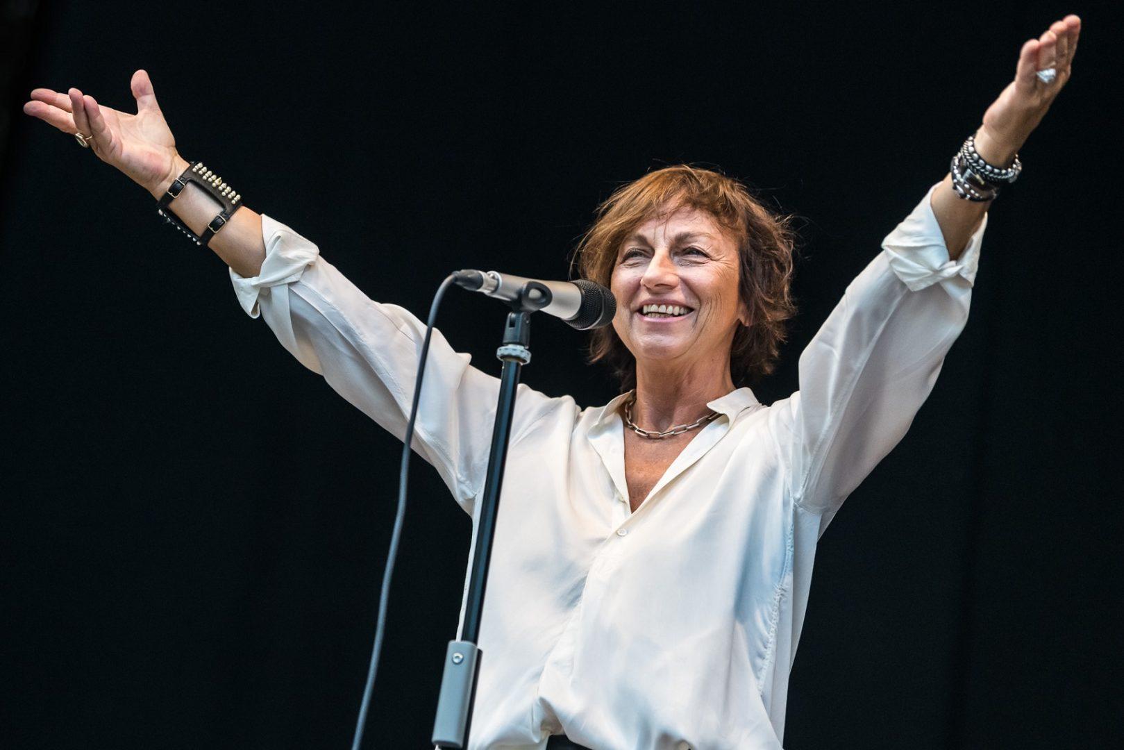 Gianna Nannini conquistata dai Laghi di Fusine fa cantare il pubblico del No Borders dall'inizio alla fine