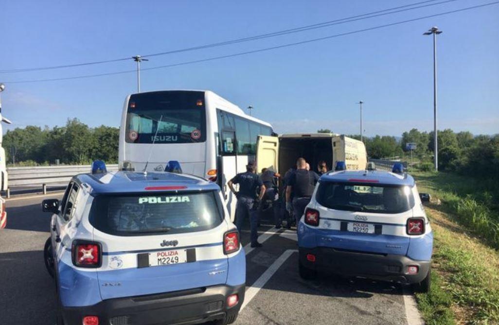 Fermato a Udine furgone con 19 immigrati irregolari