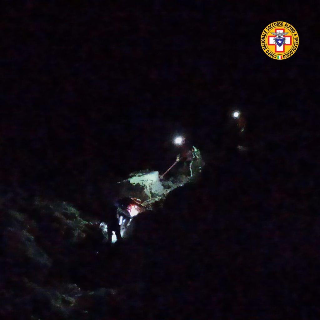 Smarrisce il sentiero: escursionista soccorso nella notte tra le Alpi Giulie