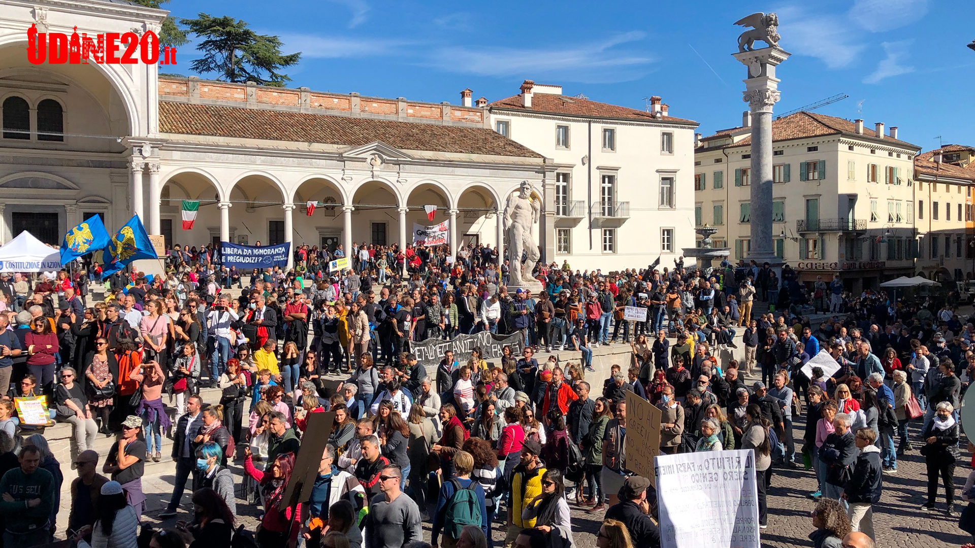 """Manifestazione contro Green Pass a Udine al grido """"siamo la variante umana"""""""